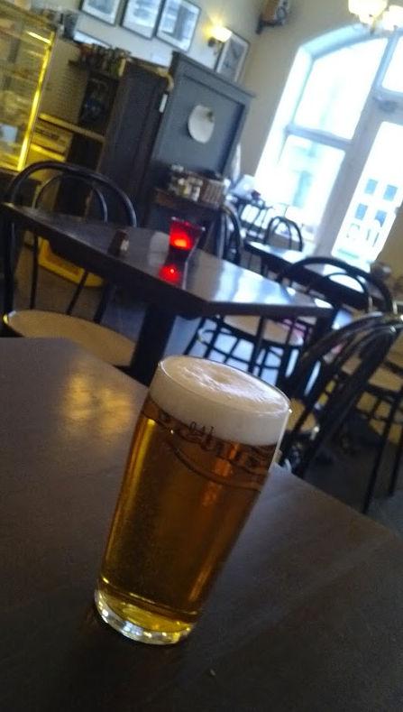 Kafé i Bergen serverer liten pils.