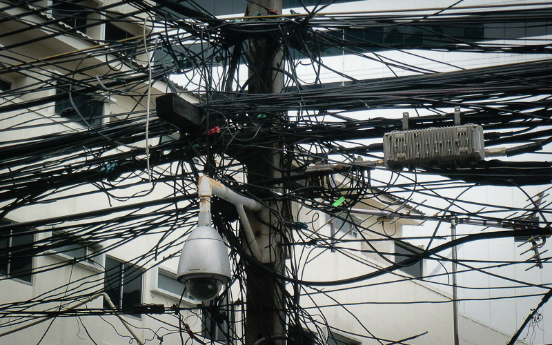Electrical wiring in Bangkok. Photo: Robert Tiefenbach (CCA license).
