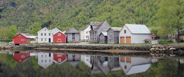 Naustrekka ved Lærdalsfjorden (2012). Foto: Chell Hill.