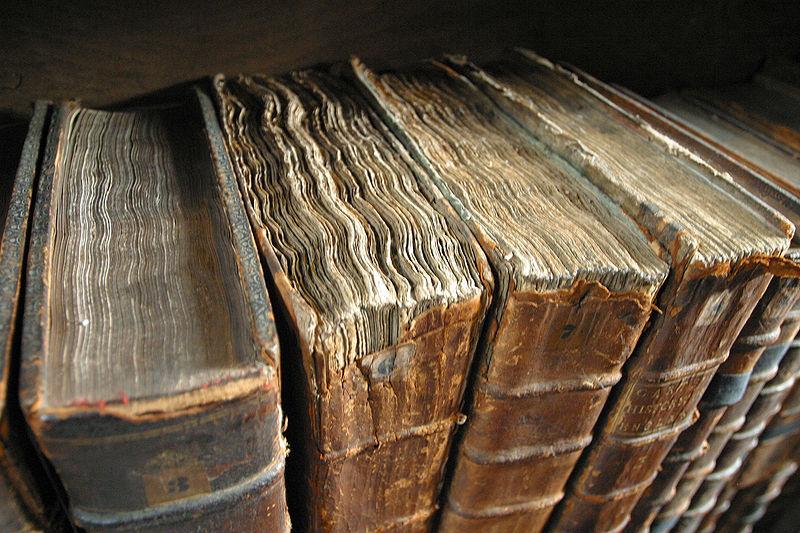 Gamle bøker. Foto: Tom Murphy VII (Wikimedia commons)