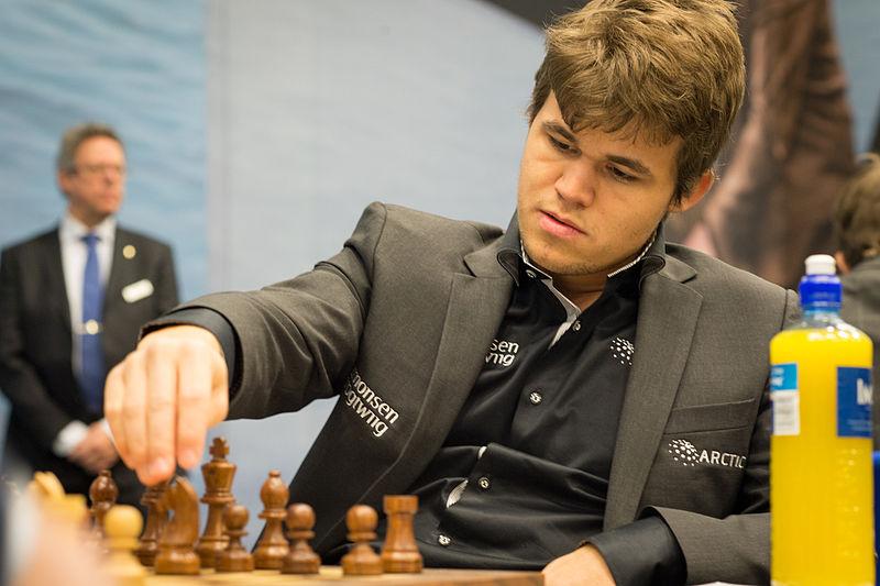 Magnus Carlsen i Tata Steel-turneringa i 2013. Foto: Frans Peeters.