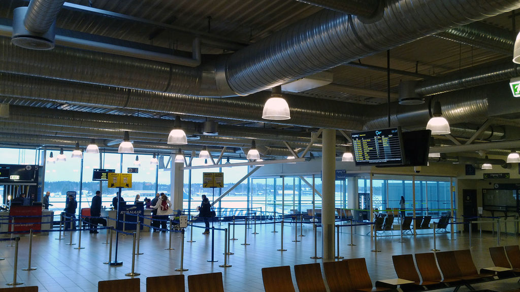 Rygge lufthavn ein tysdag ettermiddag.